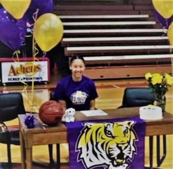 TEXAS EXPRESS PLAYER MERCEDES BROOKS SIGNS WITH LSU