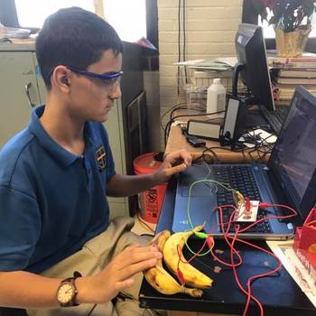 San Felipe de Neri Middle School - Discovering Electric Circuits in a New Way!