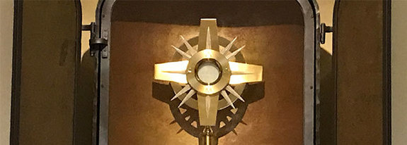 Adadoration Monstrance