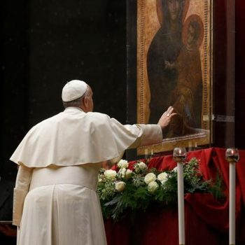 Mary's life is a lesson in trusting God, pope says