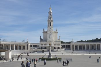 Bishop Lach to join Horizons pilgrimage to Fatima, Portugal