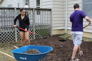 College Students Volunteer on Spring Break