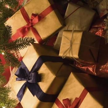 Eight Ways to Give As God Gave This Christmas