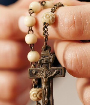 Pray The Rosary Before Mass / Reza el Rosario Antes de la Misa