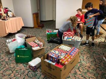 Youth: Wrap Shoeboxes for the Homeless