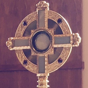 FRIDAY, JANUARY 5: Spend a few minutes in Eucaristic Adoration!