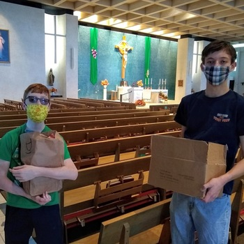 Two Holy Cross Students Help St Anthony Church With Food Baskets