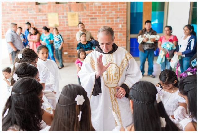 FR. MICHAERL DELLAPENNA BLESSES FIRST COMMUNICANTS