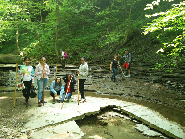 VASJ students hiking