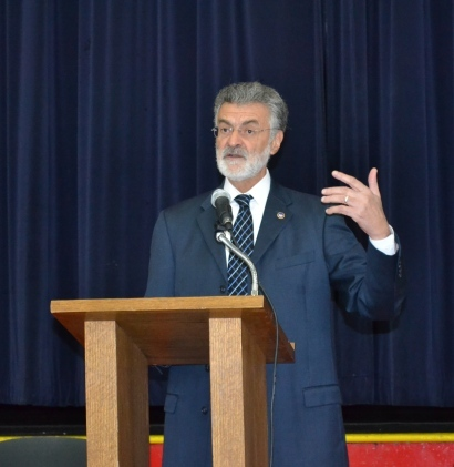 Cleveland Mayor Frank Jackson addresses VASJ students