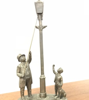 Do you know the old lamplighter?