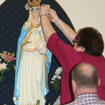 Parishes, people consecrated to Jesus through Mary