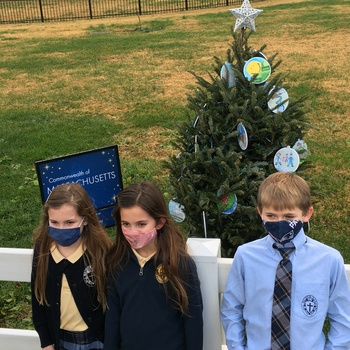 Student's Christmas ornaments adorn White House tree