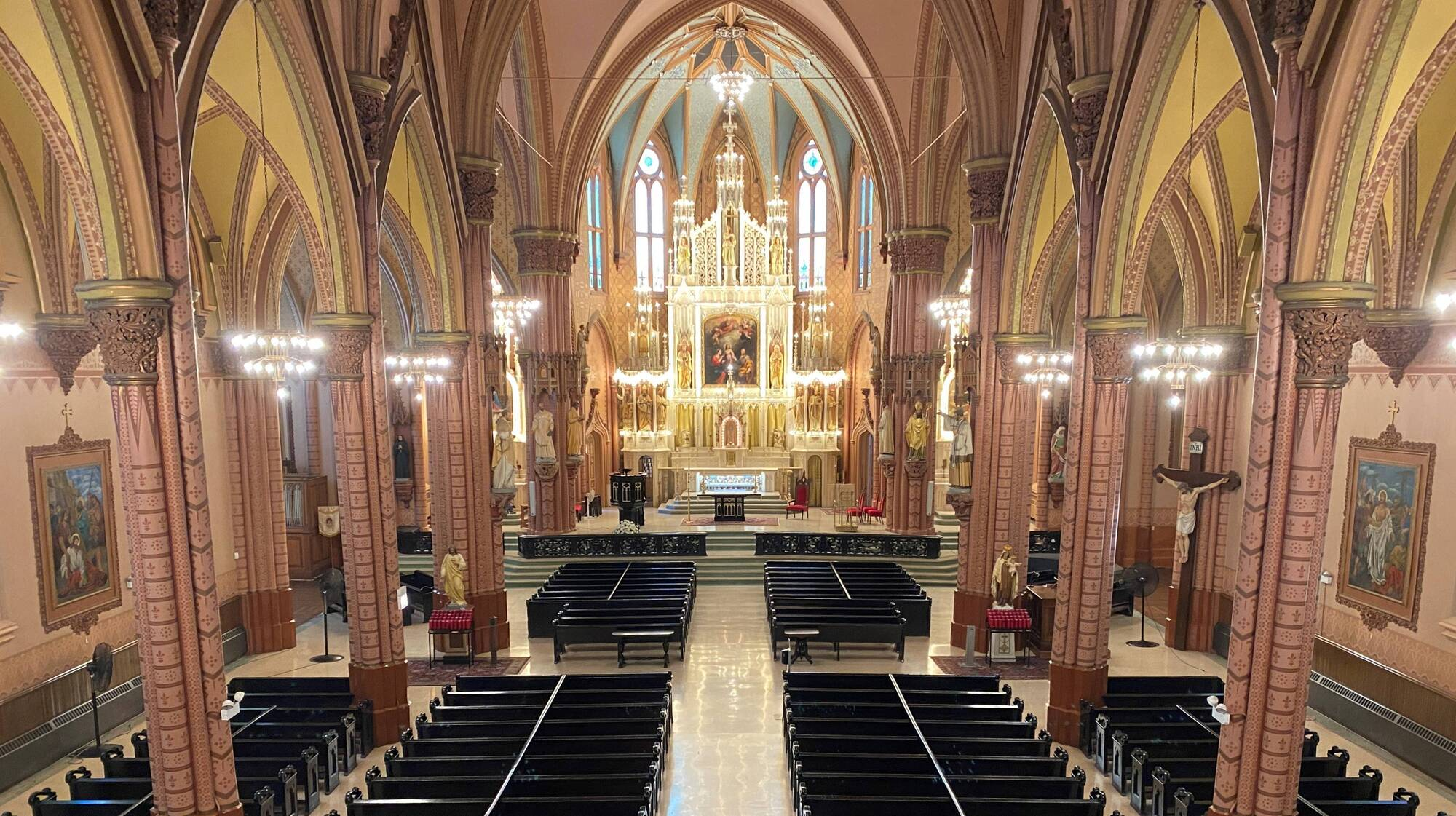 Chicago Tribune features Church of the Holy Family