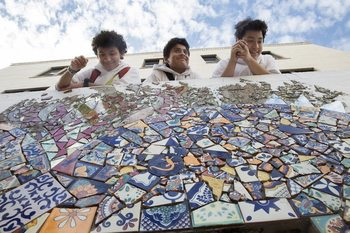 Sacred Heart School community builds new Mosaic