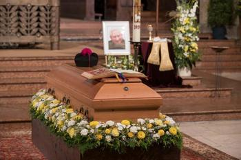 Retired Pope Benedict follows his brother's funeral virtually