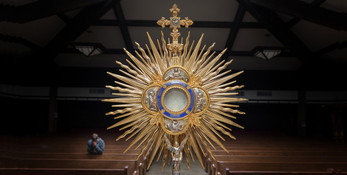 Cru Night: Eucharistic Adoration and Confession