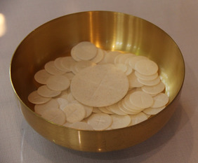 Low Gluten Hosts Are Available at Queen of Heaven Parish