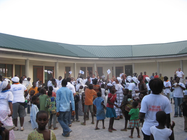 Village Pikniking dance to Awaso Academy courtyard.