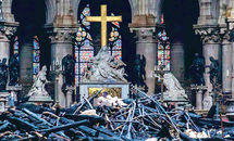 Lift high the cross: French leaders vow to rebuild cathedral