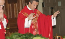 Cathedral's Palm Sunday celebrant: Jesus places himself squarely inside human brokenness