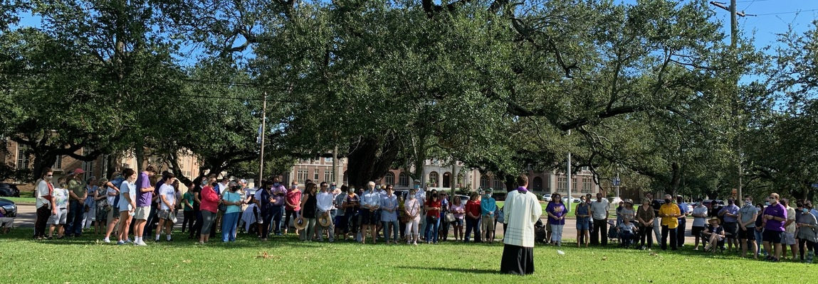 Lay Catholics rally in support of priests, seminarians