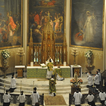 Appealing for unity, pope restores limits on pre-Vatican II Mass