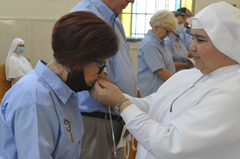Bedside mission: Laity joins nuns in keeping vigil