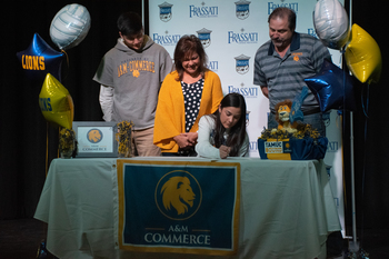 Aislynn Shore '20 Signs Letter of Intent to Play Collegiate Volleyball