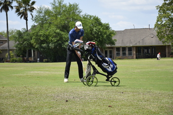 Golfers Advance to State Championships