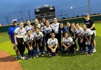 Softball Makes it to the Playoffs!