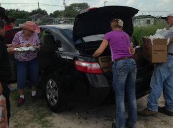 Volunteer takes on a food distribution project for  <div>   the poor of Falfurrias </div>