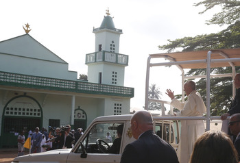 At Bangui mosque and Mass, pope prays for 'salam,' peace