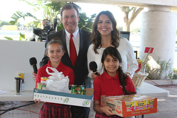IWA students donate to Share your Christmas Food Drive