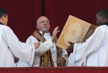 Christ's birth can bring peace, hope to suffering world, pope says