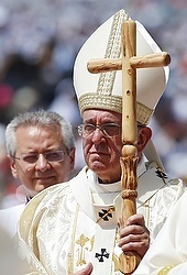 Pope said in Ecuador that families need prayers, mercy, courage, including from synod