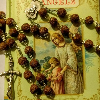 Local woman makes rosaries from flowers
