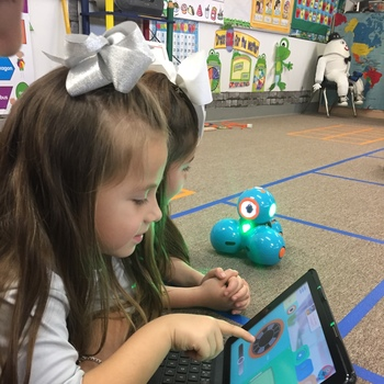 Kindergarten students use robotics in lab