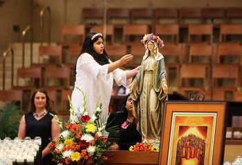 Entrust world's troubles to Mary, Archbishop says during special Marian liturgy