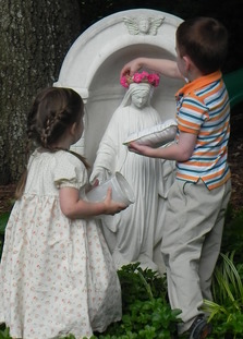 Children doing a May Crowning