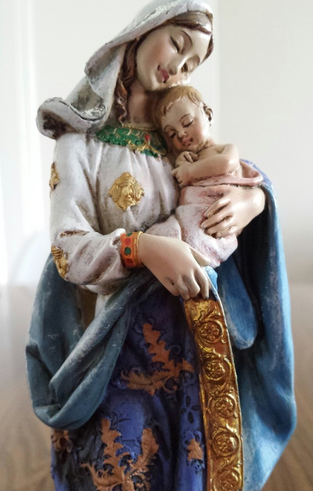 Sculpture of Our Lady and Baby Jesus
