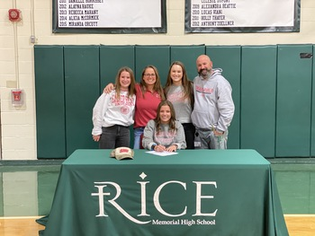 Emily Bloom '21 Commits to Sacred Heart University!