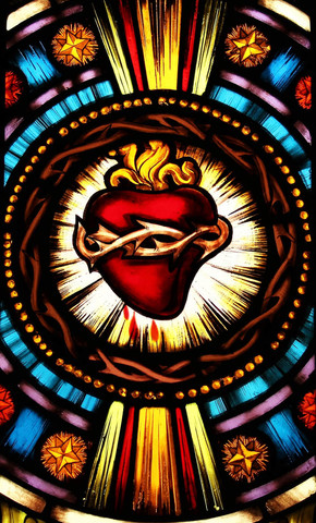 Stained glass window of the sacred heart of Jesus