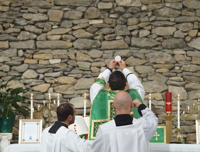 New Pre-Ordinariate Community Flourishes in North Carolina
