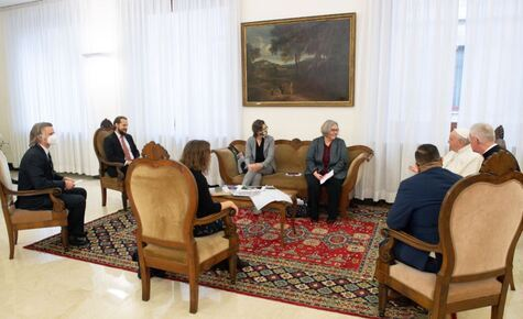 Catholic News Agency representatives meet Pope Francis