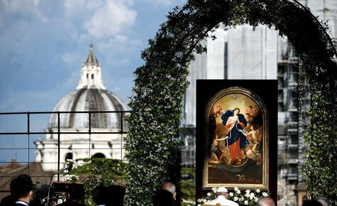 Month-long Rosary marathon concludes with Pope Francis