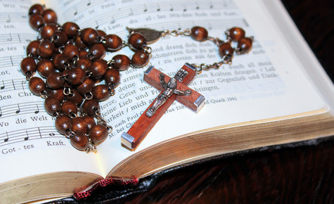 OCTOBER, MONTH OF THE ROSARY   / OCTUBRE, MES DEL ROSARIO