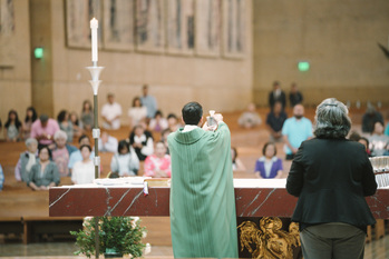 Archbishop Gomez encourages all Faithful to attend Mass Remotely