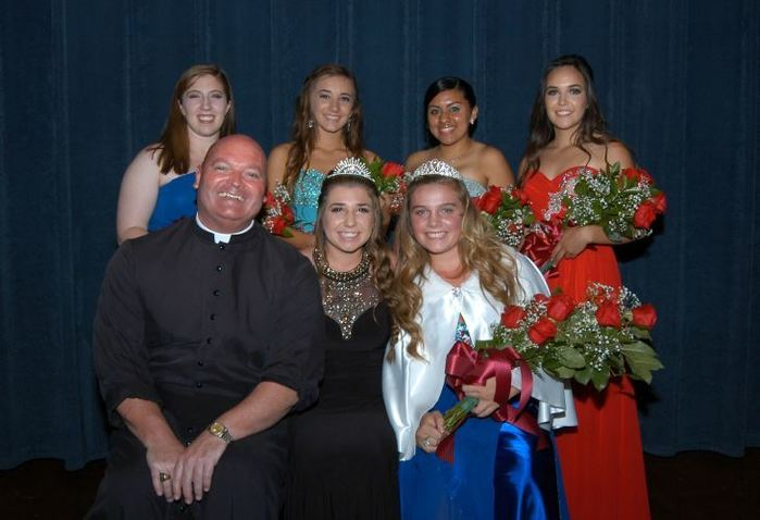 2015 Fiesta Queen and her court with Fr. Harrigan