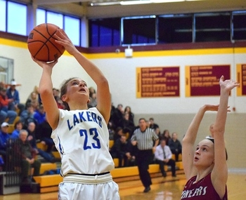 No. 4 Lakers hold off Gabriel Richard's fourth-quarter rally, advance to CHSL semis